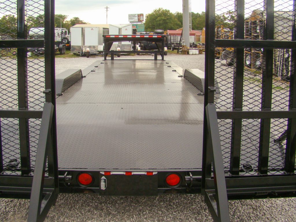 metal gooseneck flatbed trailer rear